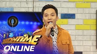 """It's Showtime Online: Poppert sings """"Go With The Flow"""""""