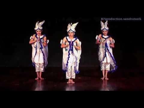 Tari Kuntulan ( video 2 Angkatan 2011 Seni Tari FBS UNNES)