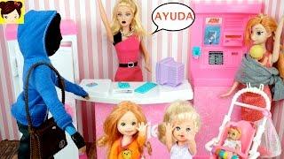 Las Bebes de Elsa y Ana Atrapan al Ladron que robo el Banco de Barbie - Juguetes de Titi