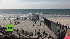 Docenas de migrantes escalan cercas fronterizas cerca de Tijuana, Mxico