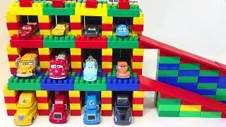 Машинки Тачки Строим Гараж для Молнии Маквина и Трейлеров Видео для Детей