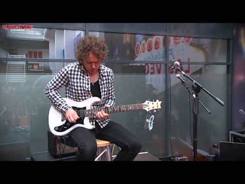 Simon McBride plays PRS Guitars @ MUSIC STORE Germany