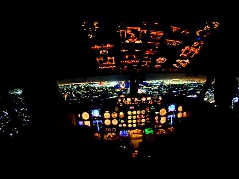 Cockpit View Emirates Night Landing in Dubai Airport