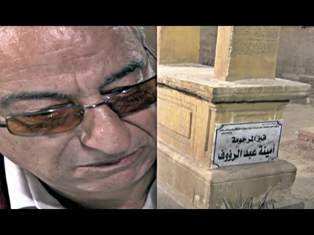 مشهد-عالمي-من-الفنان-الراحل-أحمد-راتب-أمام-المقابر-مع-أولادة