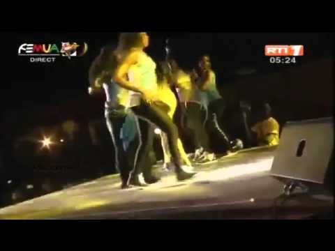 VIDEO: The Moment Musician Papa Wemba Slumped & Died While Performing On Stage At #FEMUA9