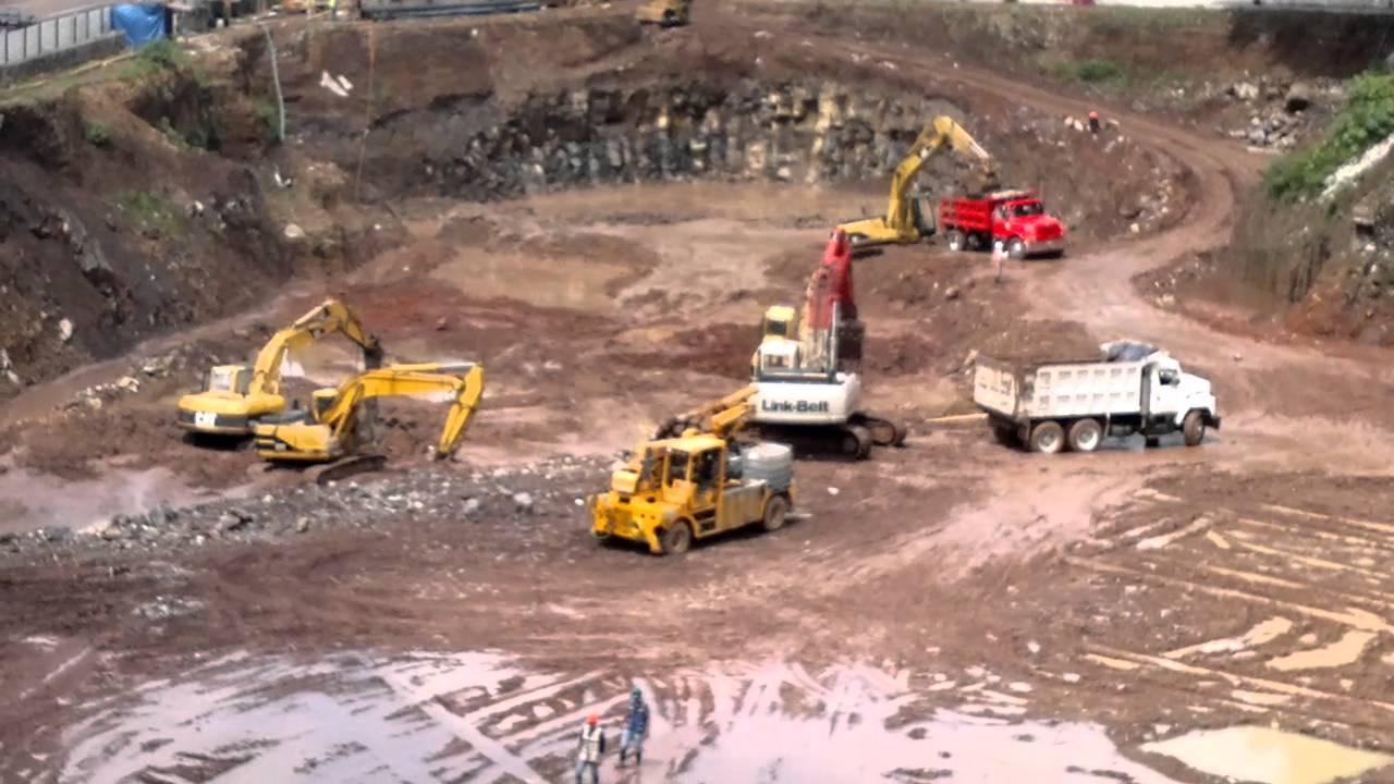 obra en construccin y maquinas para excavacion  YouTube