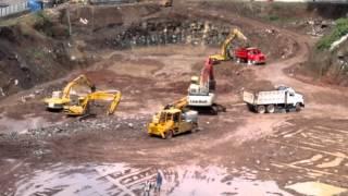 obra en construcción y maquinas para excavacion thumbnail