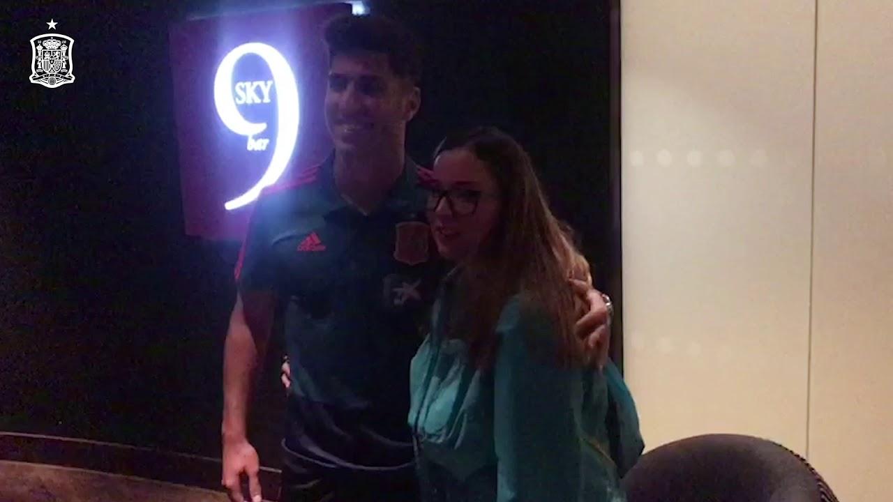 Marco Asensio y la alegría incontenible de una aficionada de España ...