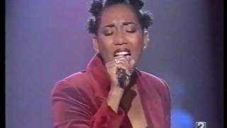 Diana King - L L Lies (Live in Música Si)