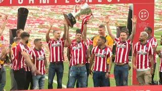 Football: Atletico Madrid Players Lift La Liga Trophy   AFP