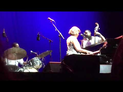 Free Download Norah Jones - Begin Again (noches Del Botánico, Madrid, 29/07/2018) Mp3 dan Mp4