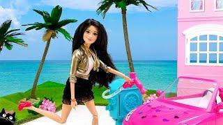 BARBIE Adopta Nuevas Mascotas y sus Hermanas le Lavan el Coche Carro - Muñecas Barbie Cat Juguetes thumbnail
