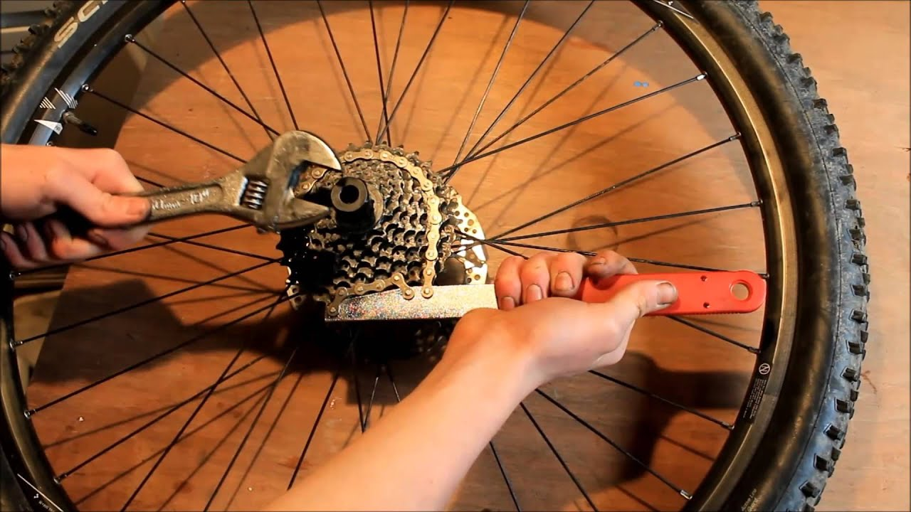 How To Remove A Bike Cassette In 60 Seconds Youtube