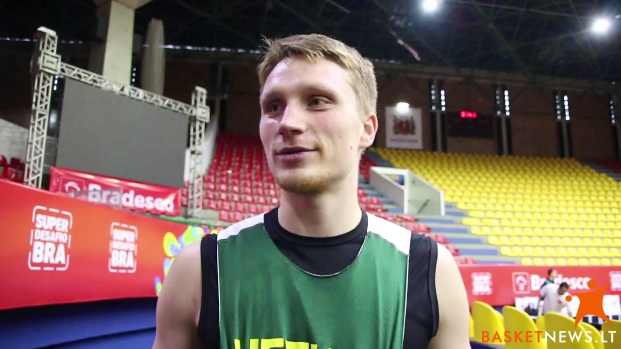 Rinktinės treniruotėje - visa jėga sportuojantis Marius Grigonis