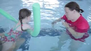 How to help children learn to swim