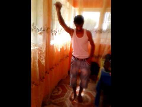 Cel mai tare dansator...se mișcă bine:))
