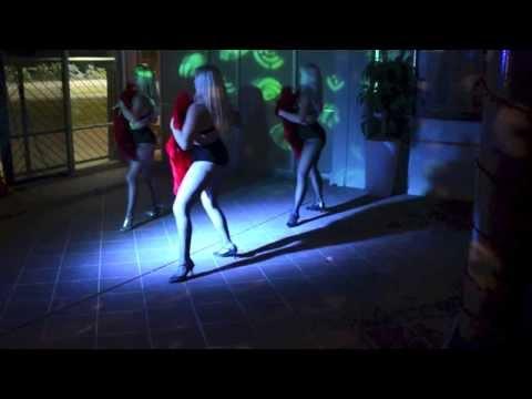 burlesque-dolls-troupe-perform-'show-me-how-you-burlesque'-fan-dance-by-christina-aguilera