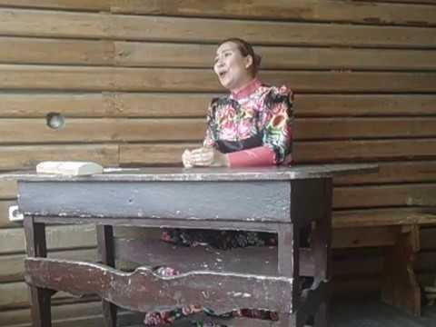 Изображение предпросмотра прочтения – ВалентинаСоломенникова читает произведение «Уж ты, Ваня» (Русский фольклор )