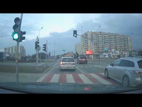 Kobieta prowadzi. Rzeszów, al. Kopisto, ul. Rejtana