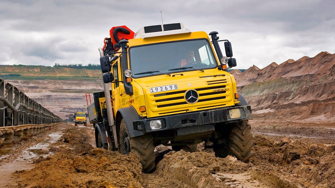 UNIMOG U 4000 and U 5000 - highly off-road-capable carrier and transport  vehicle