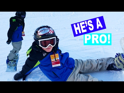 8 YEAR OLD IS A PRO HIS FIRST TIME SNOWBOARDING!