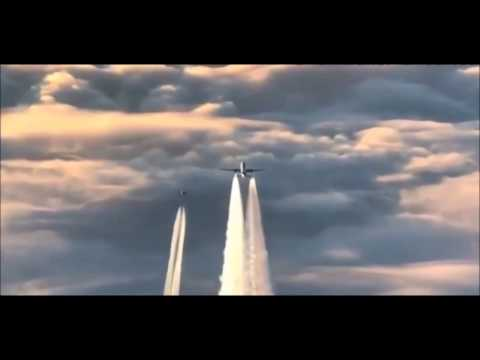 Best Video Proof Of Chemtrail Spraying !!