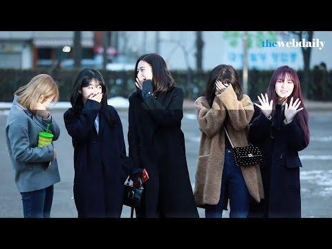 180202 Red Velvet 레드벨벳 JOY's fanboy is back! @ Music Bank 뮤직뱅크 출근길에