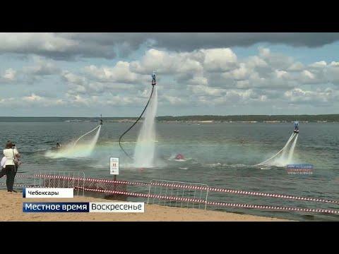 Гвоздём программы водного шоу на Московской набережной стало выступление флайбордистов