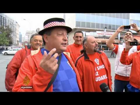 Hrvatski navijač pjeva makedonsku narodnu pjesmu - Al Jazeera Balkans