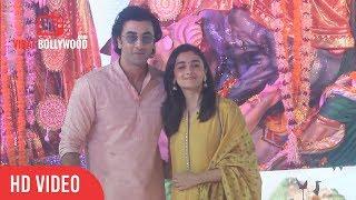 Ranbir Kapoor And Alia Bhatt At Durga Pooja 2017 | Ranbir Kapoor And Alia Bhatt Attends Durga Puja
