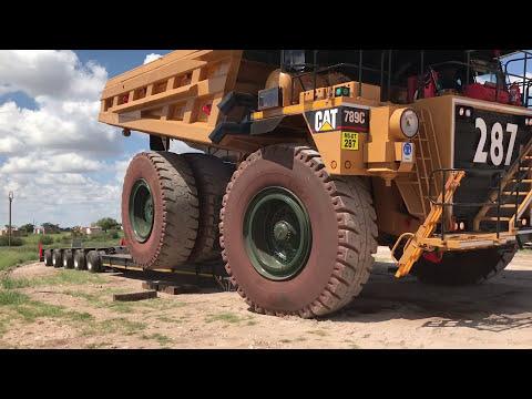 Loading CAT 789 dumper