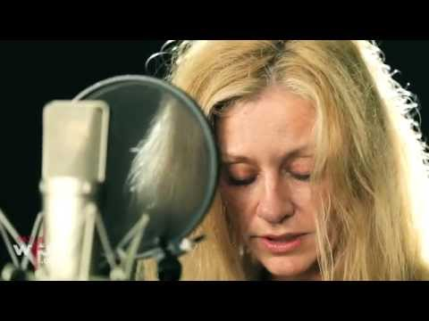 "Shelby Lynne - ""I Can't Imagine"" (Live at WFUV)"