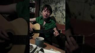 """Девушка Марина Рыж очень красиво поет """"Чайф"""" песню """"С войны"""" под гитару!"""
