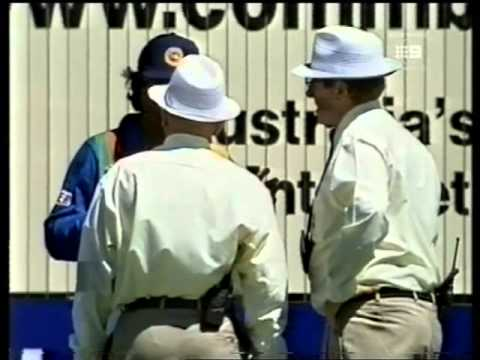 Muralitharan vs Ross Emerson- no balled for throwing, Adelaide 1998/99