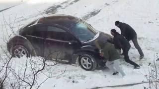 08 ноября 2016г. Владивосток: машина застряла в снегу