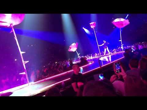 KATY PERRY | Tsunami [Live At Paris WITNESS THE TOUR 2018]