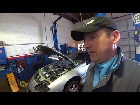 Автосервис в США Camaro 1997 Ну очень неудобный V8 !