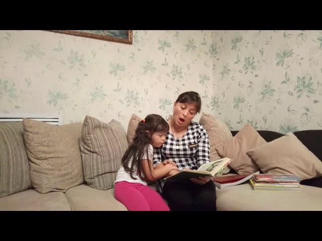 Изображение предпросмотра прочтения – ЮлияБидянова читает произведение «Маша и медведь» (Русский фольклор )