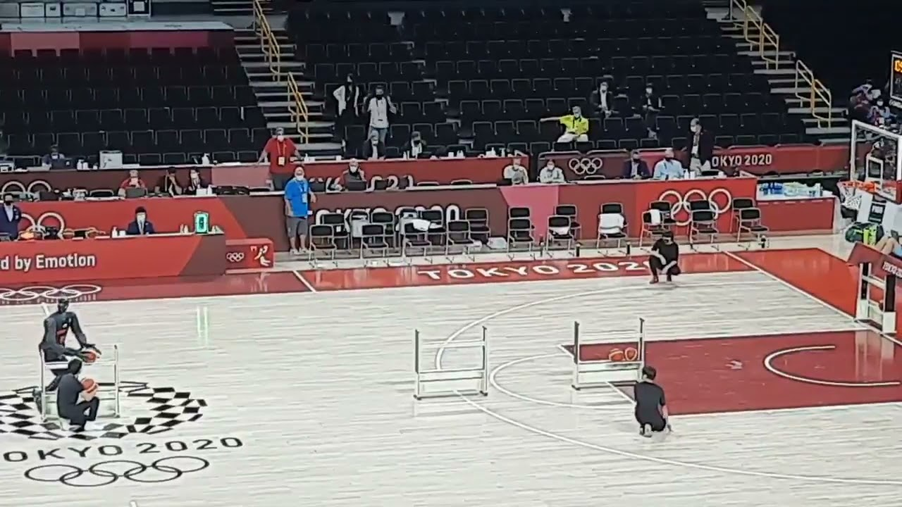 basketball robot can't miss at half-time