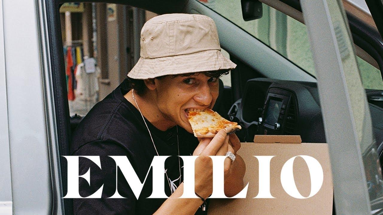 Emilio moutaoukkil nackt