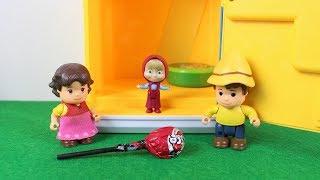 Maşa Heidi Ve Peter Parkta Renkli Şekerler Yiyor Eğlenceli Çocuk Videoları
