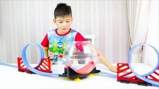 Машинки для детей - гоночный трек, обзор новой игрушки. Веселое видео для детей