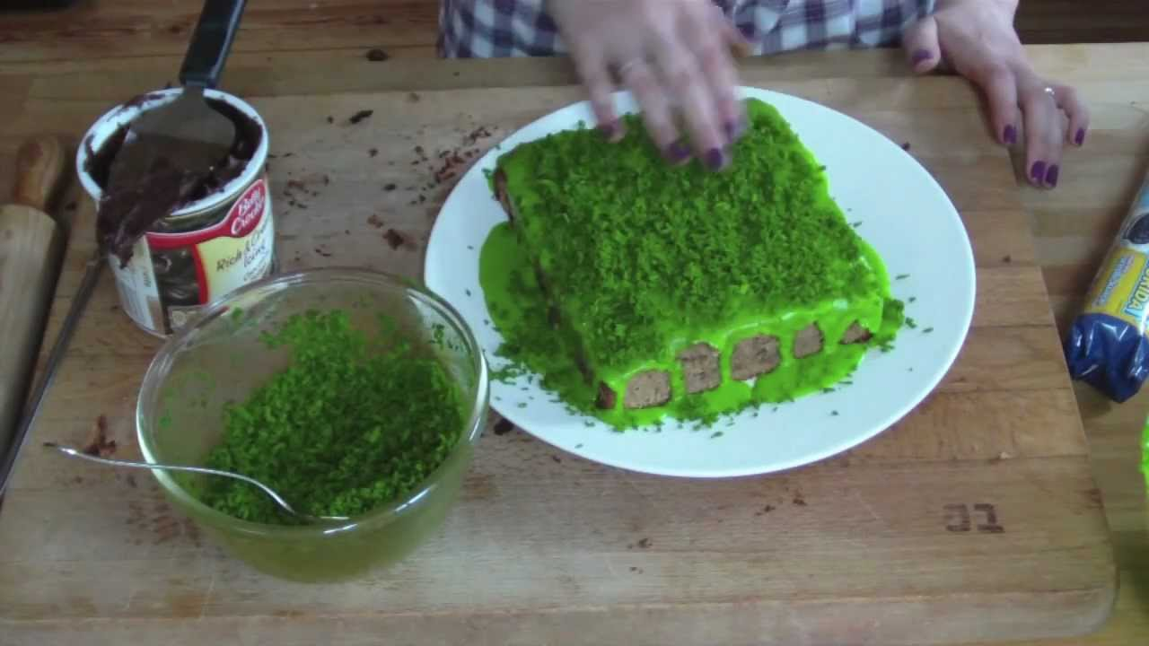 Cake Decorating Tips To Make Grass : How to: Make a chocolate Minecraft cake - YouTube
