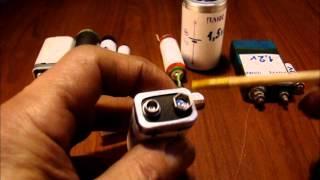 Плюс и минус у батарейки