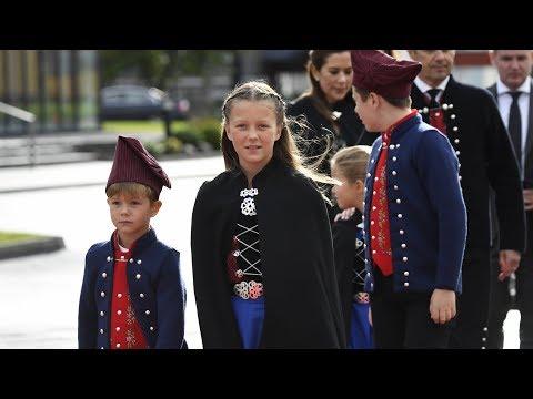 Se kronprinsfamiliens ankomst til Klaksvik på Færøerne