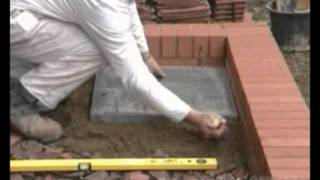 Укладка тротуарной плитки(Видео инструкция по укладке тротуарной плитки. Источник : http://spravka.spirit.com.ua/, 2011-12-07T15:46:24.000Z)