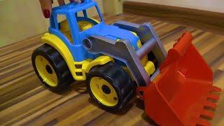 Трактор сломался, отвалились колёса! Тимур приехал на полицейской машине и отремонтировал трактор.