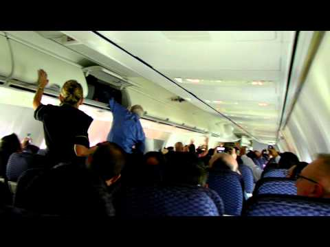 HD Continental Airlines Pillow Fight on Plane!!! Boeing 757-300 In Flight