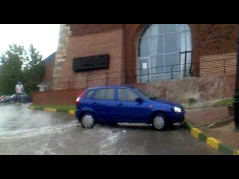 Потоки воды в нижегородском Кремле