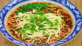 """四川厨师教你做""""正宗重庆小面"""",好吃的原因在于它,太好吃了!【最美价家常菜】"""
